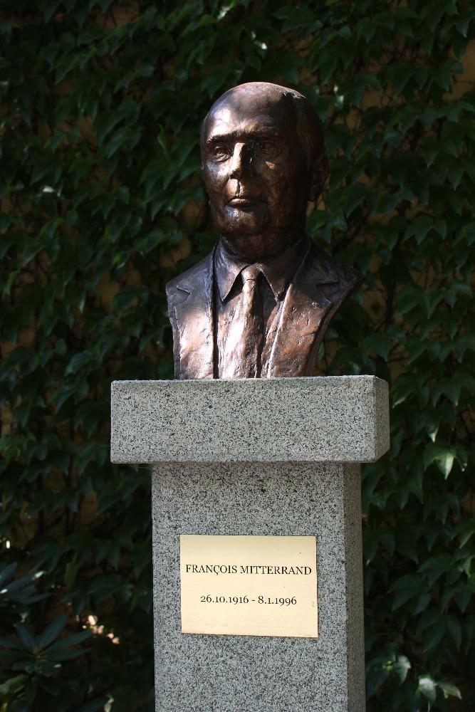 Busta François Mitterranda