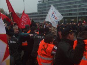 Demonstrace Bratislava 17. 11. 2016 - zásah policie