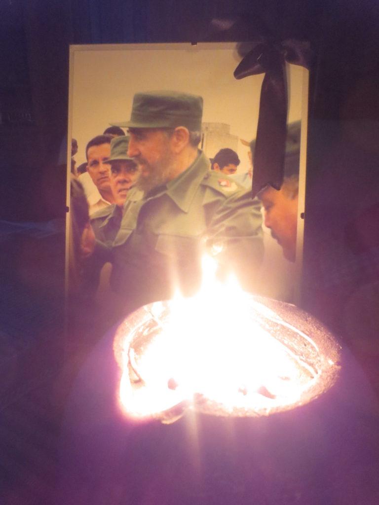 Fotka Fidela Castra a svíčka