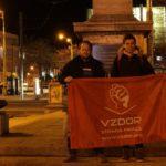 Členové Vzdoru hlídají košický památník Rudé armády