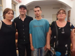 Stanislav Serženko s překladatelkou Naďou Mikuláškovou a členy Levé perspektivy