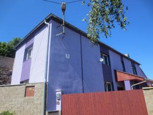 Rodný dům Antonína Zápotockého v Zákolanech již bez pamětních desek