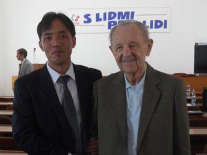 Miloš Jakeš s III. tajemníkem velvyslanectví KLDR Ma Čchol Chunem v červnu 2016